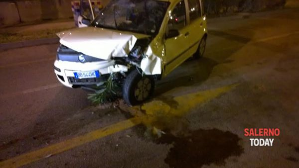 Brutto incidente in via Ligea: due feriti, corrono i sanitari