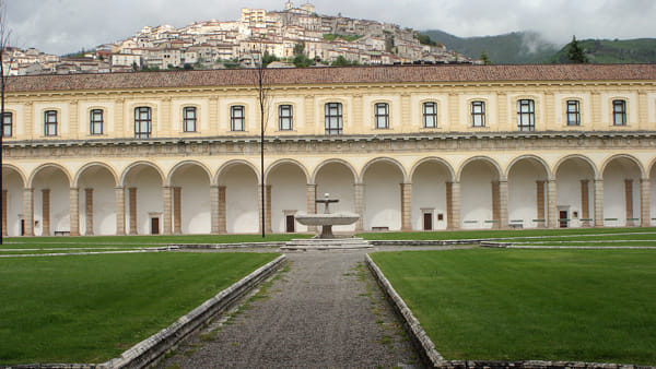 """""""Luci della ribalta"""": la Certosa di Padula diventa atelier d'arte"""