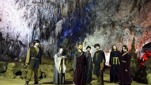 Ulisse riscende nelle Grotte di Pertosa-Auletta