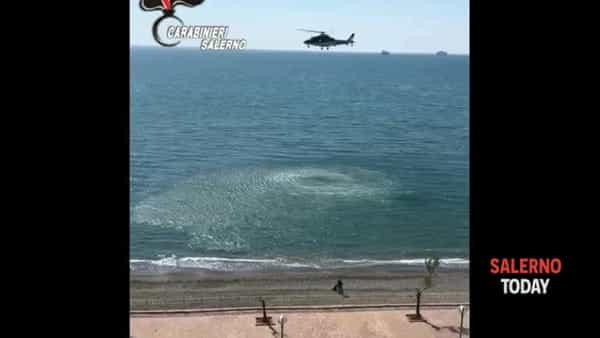 Allontanati da un elicottero mentre prendono il sole: il video dei Carabinieri