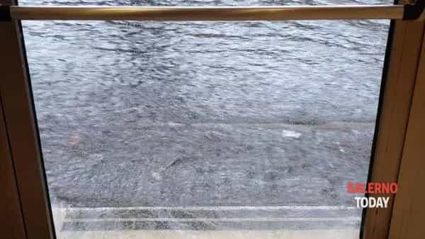 Fiumi d'acqua per le strade di Nocera: il video