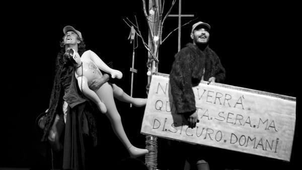"""""""Il distratto"""" di Teatro Grimaldello inaugura, domenica 4 dicembre al Teatro Nuovo, la rassegna Atelier"""