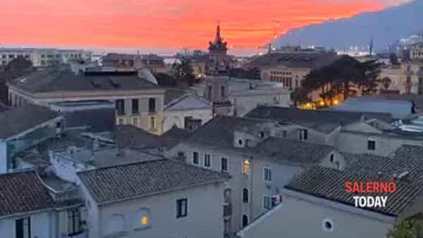 Tramonto rosa a Salerno: il video di Paola Valitutti