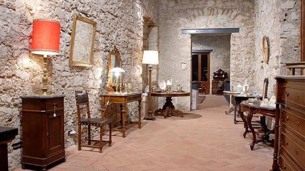 Mobili, porcellana, sigari fatti in casa: l'antiquariato del '700 in provincia di Salerno