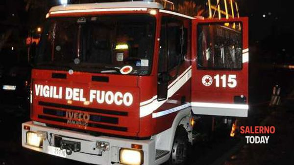 Incendio in un negozio di Eboli, salvata una donna